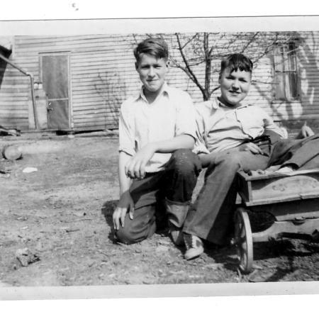 www.findingfamilystories.com